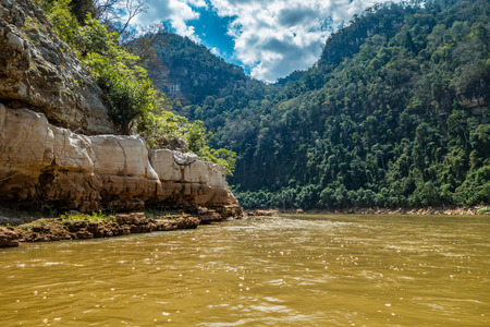 Manambolo river canoeing under the sun, Madagascar Standard-Bild