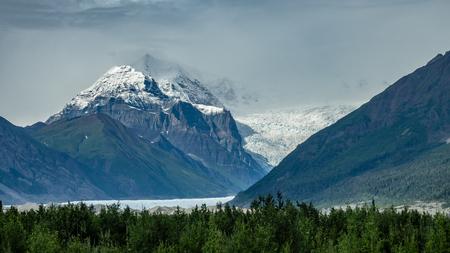 Vue sur le glacier à Wrangell-st. Parc national d'Elias, Alaska Banque d'images