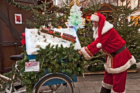 weihnachtsmarkt: Santa Claus is arrived to town.
