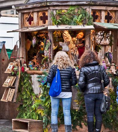 weihnachtsmarkt: Traditional Medieval Christmas market ( Mittelaltermarkt) at Wittelsbacher Platz in Munich.
