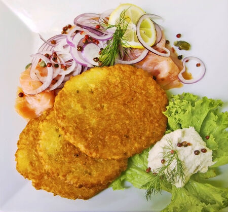 horseradish sauce: Potato latkes with raw salmon, pink pepper and onion rings served with horseradish sauce