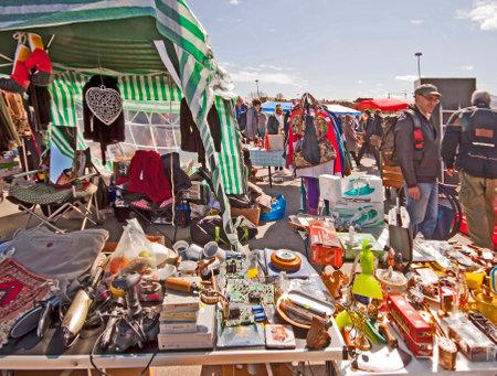 뮌헨. 뮌헨 (Riesenflohmarkt), 바이에른 뮌헨 올림픽에서 가장 큰 야외 거대한 벼룩 시장, 하루 만 Theresienwiese.You에 매년 모든 것을, 아주 싼를 찾을 수 있습 에디토리얼