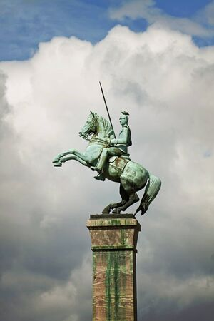 rampant: Dusseldorf, Germany -  Uhlans Monument, bronze equestrian sculpture by  Richard Langerof inaugurated on 1929. It represents a soldier on a 15 m high column, Editorial