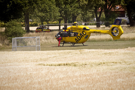 It does not happen any day to see a helicopter in emergency service landing almmost in front of your door, on a small soccer pitch surrounded by wheat fields. It took a long time to get a car.