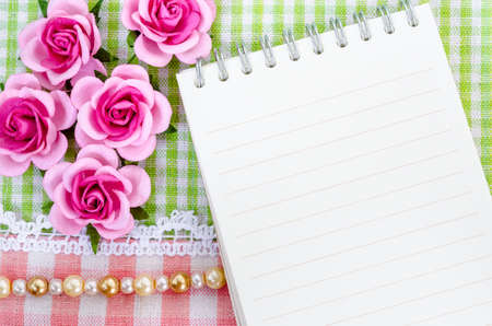 a meeting with a view to marriage: Open diary and pink roses on beautiful background from top view