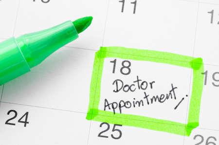 cita con el médico en el calendario.