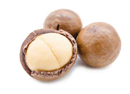un healthy: Shelled and unshelled macadamia nuts on white background