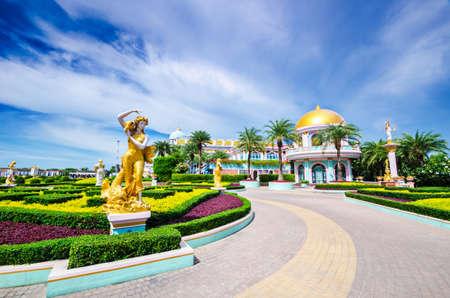Chonburi Pattaya,Thailand - September 10,2016: Baan sukhawadee ,Chinese traditional museum, Chonburi province, Thailand. Foto de archivo