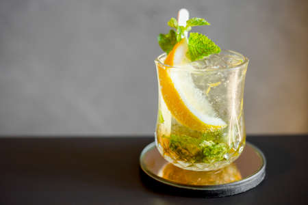 Cocktail mojito with lime slic in glass on table in resturant bar. Stockfoto
