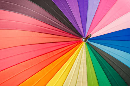 Textura multicolor del espectro del arco iris de un paraguas como fondo. Foto de archivo