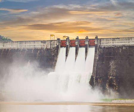 The dam Khun Dan Prakarn Chon is a dam with hydroelectric power plant and irrigation and flood protection in the district of Nakhon Nayok Province , Thailand Standard-Bild