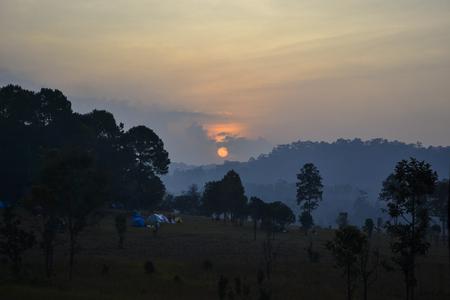 nationalpark: Sunset in Savanna landscape and its flora in Thailand, Phetchabun, Salangluang Nationalpark