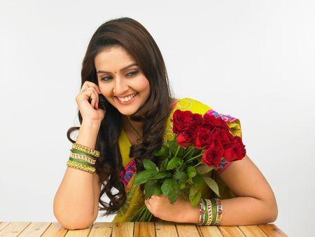 sari: asiatico mujer hablando por tel�fono
