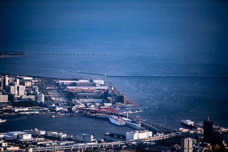 Distant view port island of Kobe Ohashi bridge 에디토리얼