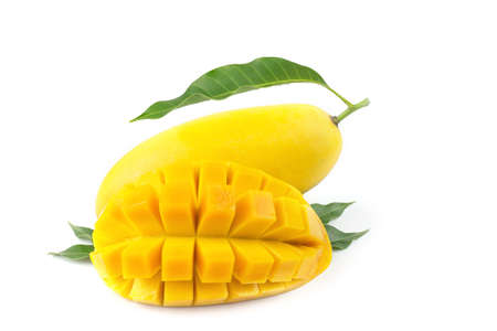 Mango fruit with mango cubes and slices. Isolated on a white background. Banque d'images
