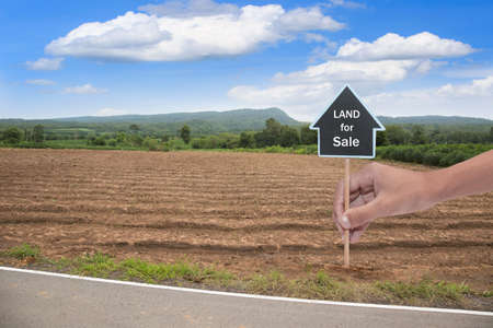 House symbol with location pin and Empty dry cracked swamp reclamation soil, land plot for housing construction project with and beautiful blue sky with fresh air Land for sales landscape concept Foto de archivo - 134717062