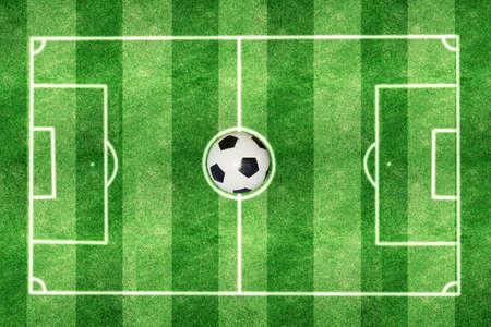 Standard sized football field that makes it beautiful and soccer. Foto de archivo - 135082920
