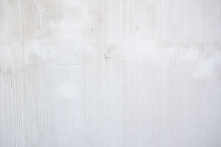 Water damage causing mold growth on the interior walls of a property, cracked concrete wall covered with gray cement surface as background Foto de archivo - 135132588