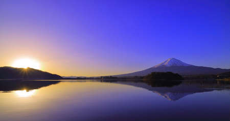 Sunrise and Mt. Fuji from Lake Japan 免版税图像