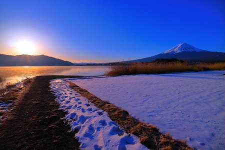 02 / 08 / 2018 Japan Mount Fuji of sunrise Snow scene from Lakeside