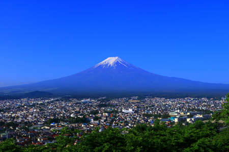 Mt.Fuji of blue sky from Fujiyoshida City Japan 05 / 18 / 2018 免版税图像