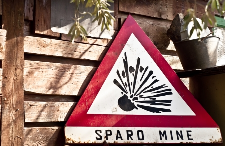 Land mine (Sparo mine) keep out warning sign. Danger mines sign Stock Photo - 13931611