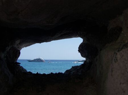 eolie: look through the rocks to see a dream