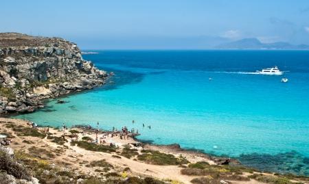 La splendida spiaggia a Isola di Favignana Sicilia, Italia, Isole Egadi Archivio Fotografico - 21170361
