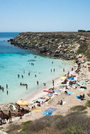 La splendida spiaggia a Isola di Favignana Sicilia, Italia, Isole Egadi Archivio Fotografico - 21155975