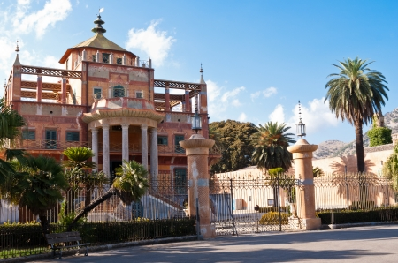 commissioned: The Chinese building of Palermo was built in 1799 commissioned by Ferdinand IV of Bourbon. The park and the palace became the property of the City and were intended for tourist visits