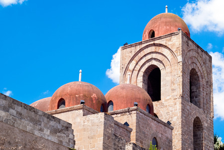 St  John of the Hermits domes, Palermo  church showing elements of Byzantine, Arabic and Norman architecture Фото со стока - 29204233