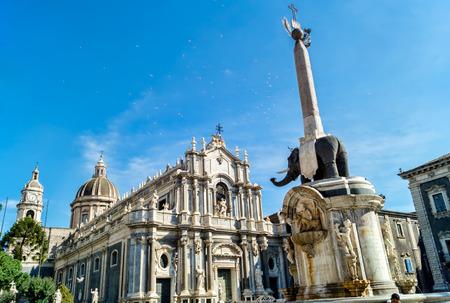 Kathedraal en de Piazza del Duomo met liotru, Catania, Sicilië, Italië Stockfoto