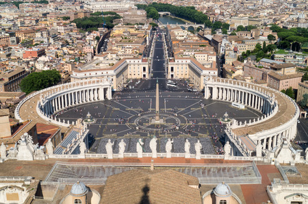 View of St Peter's Square from the roof of St Peter's Basilica, Vatican City, Rome, Italy 報道画像