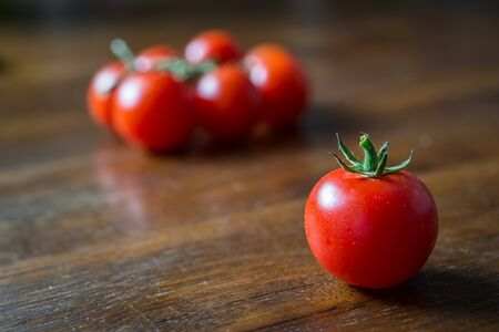 Sweet tomatoes of pachino isolated on wooden background Archivio Fotografico - 142473152