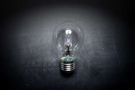 adentro y afuera: light bulb on blackboard idea concept - background