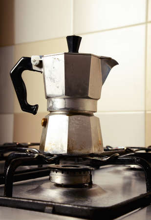 台所用レンジのビンテージ コーヒー ポット イタリア 写真素材