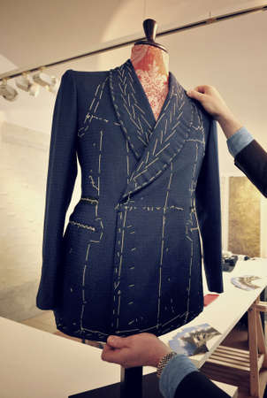 Tailor verify bespoke suit Banque d'images