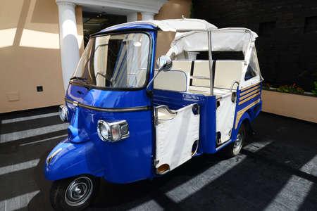 mono típico Piaggio para el transporte de invitados en Capri