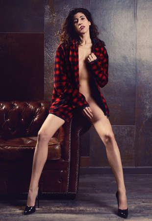 donna sensuale con gambe e scarpe nere