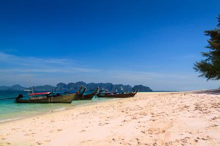 Long tail boat on the beautiful beach and beauty blue sky , poda island , krabi, Thailand Zdjęcie Seryjne