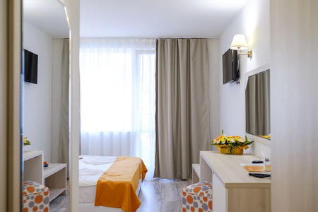 Bright and modern interior of hotel comfortable double room 2 Imagens