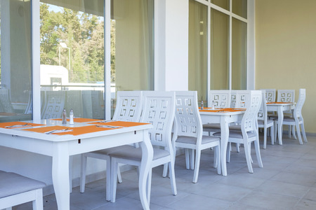 Outdoor cafe interior in white color 7 Imagens