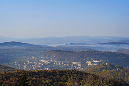 Foggy bulgarian city at the foot of the mountain in autumn 1 Imagens