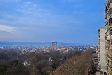 Early morning panorama of Varna city 1 Imagens