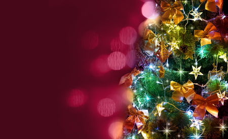 Christmas tree with blurred bordo background Imagens