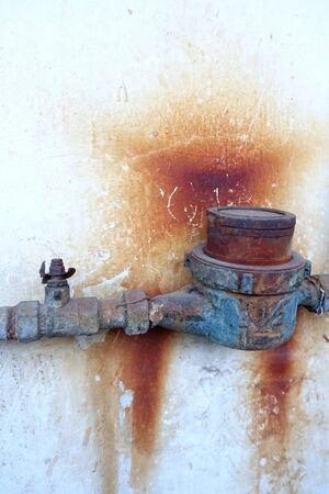 water pipe: Tuber�a de agua Rust