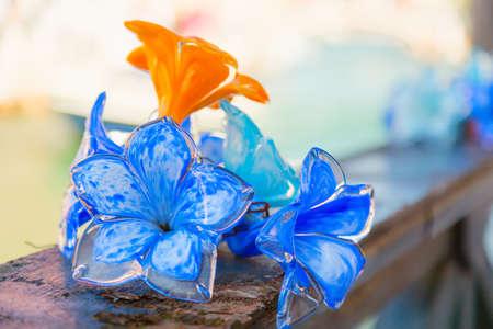 De traditionele decoratie van het bloemglas in Murano-eiland dichtbij Venetië, Italië. Stockfoto - 87069248