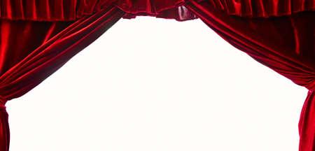 Cortina de teatro de escenario rojo oscuro aislado sobre fondo blanco.