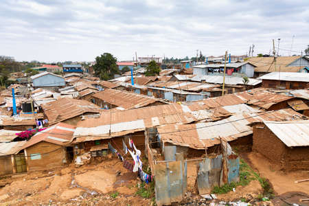 Nairobi, Kenya, Kibera is the biggest slum in Africa and one of the biggest in the world. 版權商用圖片 - 131772350