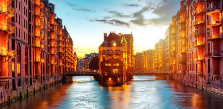 The Warehouse district Speicherstadt during twilight sunset in Hamburg, Germany. Illuminated warehouses in Hafencity quarter in Hamburg. Banner wide format. 版權商用圖片
